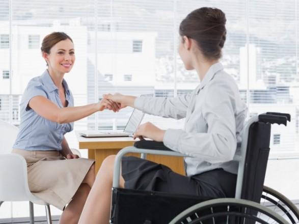 Особи з інвалідністю мають право на професійну реабілітацію та навчання